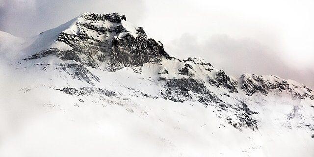 雪崩に遭遇した登山隊の話