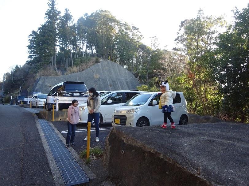 三石山観音寺の駐車場