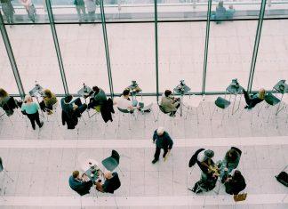 インターナルマーケティングとは? 社員満足と顧客満足の関係。